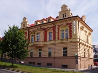 Ochrana proti holubům lékařský dům Karlovarská ul. Plzeň