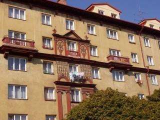Ochrana proti holubům bytový dům Francouzská ul. Plzeň