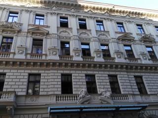Celková ochrana fasády a atria proti holubům Hotel Excelsior Praha