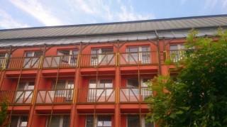 Ochrana balkónů proti vletu holubů DD Praha Háje