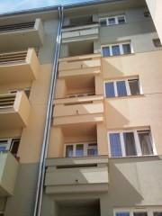 Ochrana balkonů proti vletu holubů BD Demokrat,Praha-Vršovice